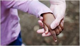 Hoje, os casais selecionam menos a cor, o sexo e a idade dos filhos